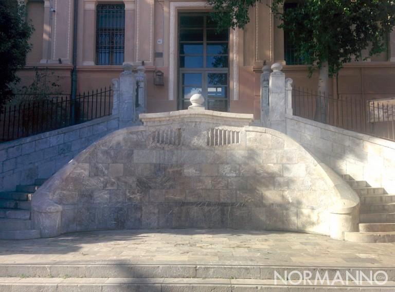 Frontale scalinata liceo Maurolico di Messina dopo il restauro