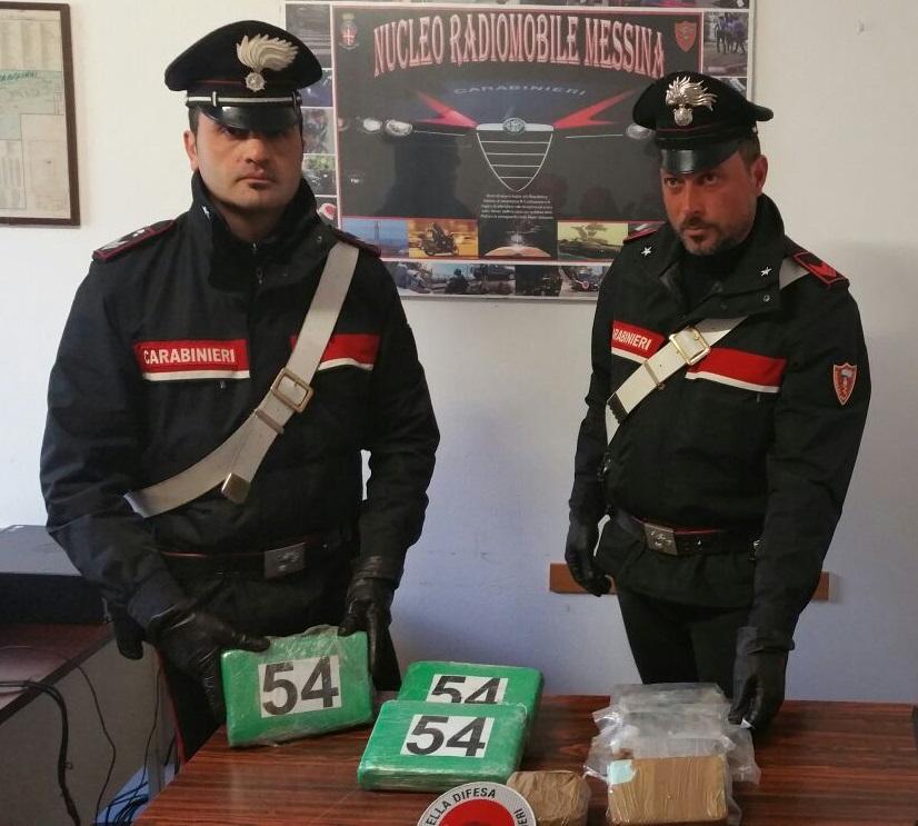Foto della droga sequestrata dai Carabinieri