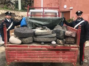 foto del furgone bloccato dai Carabinieri che nascondeva 35 reperti archeologici rubati a Filicudi
