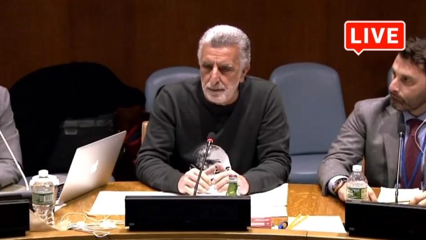 immagine di Accorinti durante il suo discorso all'Onu