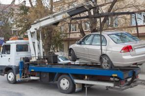 Stop al parcheggio selvaggio: niente Vigili sui carro attrezzi, il Comune trova un'alternativa
