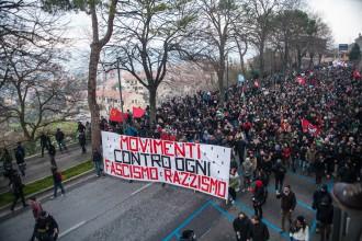 Foto della manifestazione di Macerata dopo la sparatoria di Luca Traini