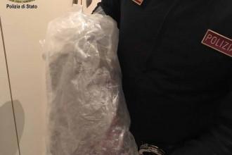 Foto involucro cellophane marijuana - Arresto messina