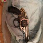 Foto pistola con 3 munizioni calibro 7.65