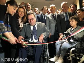 Foto del taglio del nastro per l'inaugurazione dei nuovi spazi del Centro Clinico NeMO Sud a Messina