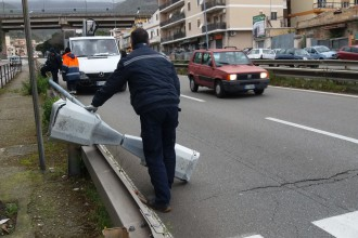 Palo della luce caduto sul viale Europa - Messina