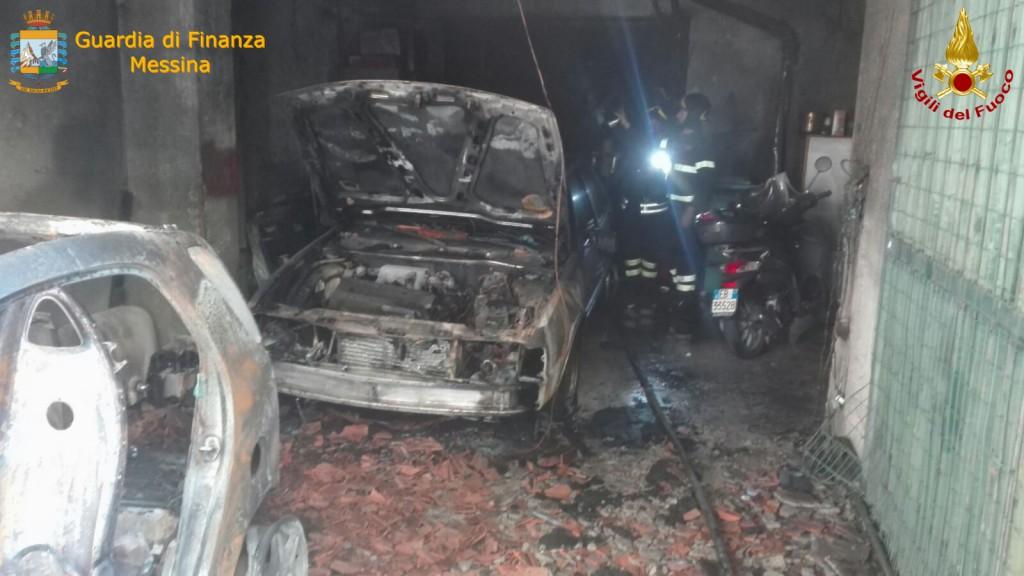 foto incendio garage via san sebastiano