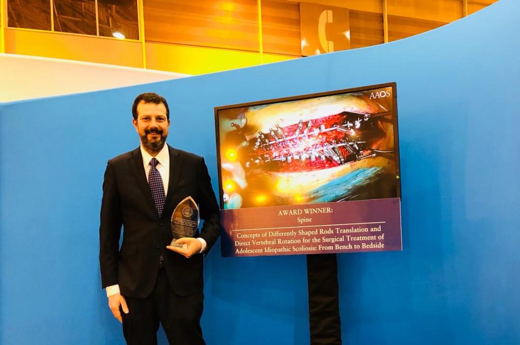 Foto del premio al Dipartimento di Ortopedia del Policlinico di Messina