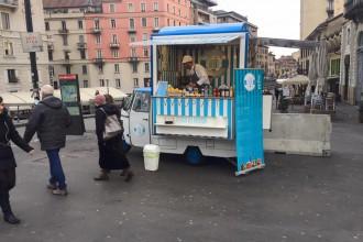 Foto della moto ape di Apeat a Milano