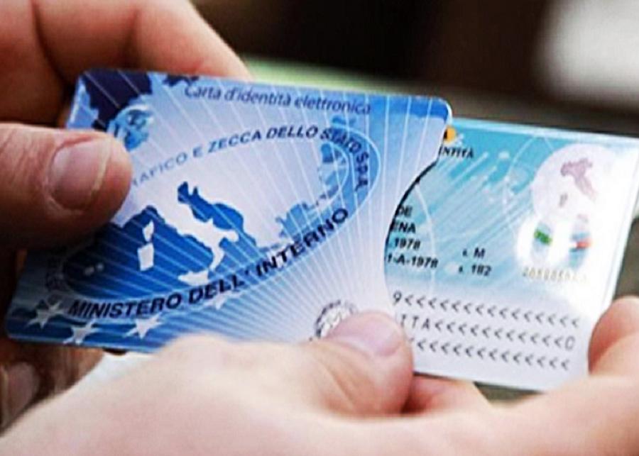 Foto di repertorio, esempio di carta d'identità elettronica