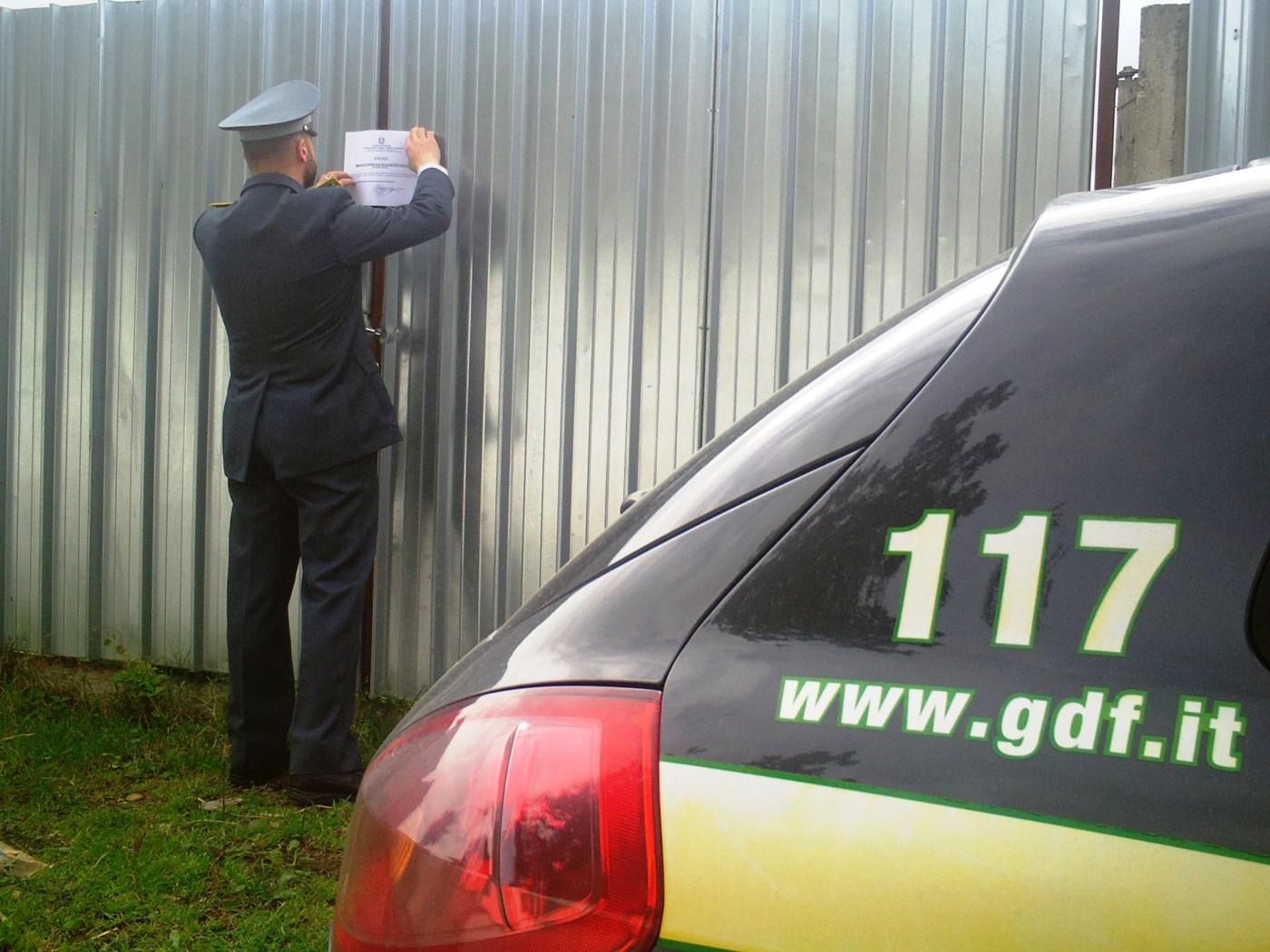 Foto del sequestro ad azienda di noleggio veicoli - Guardia di Finanza Barcellona Pozzo di Gotto