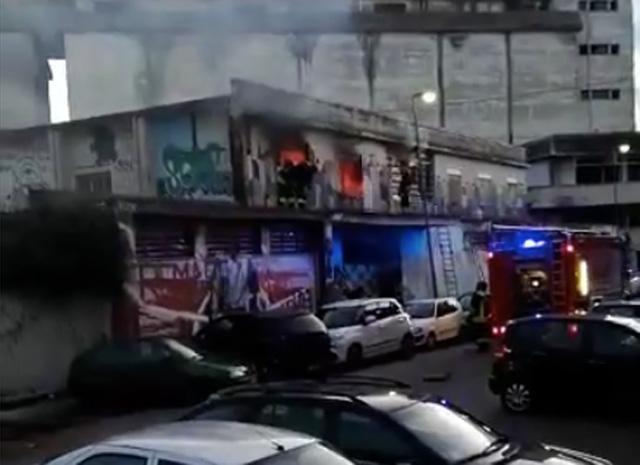 Foto dal video dell'incendio all'ex Casa del Portuale