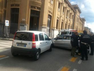 Foto dell'incidente sul corso Cavour fra due veicoli