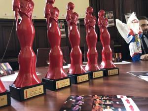 Le statuette del Premio Madama