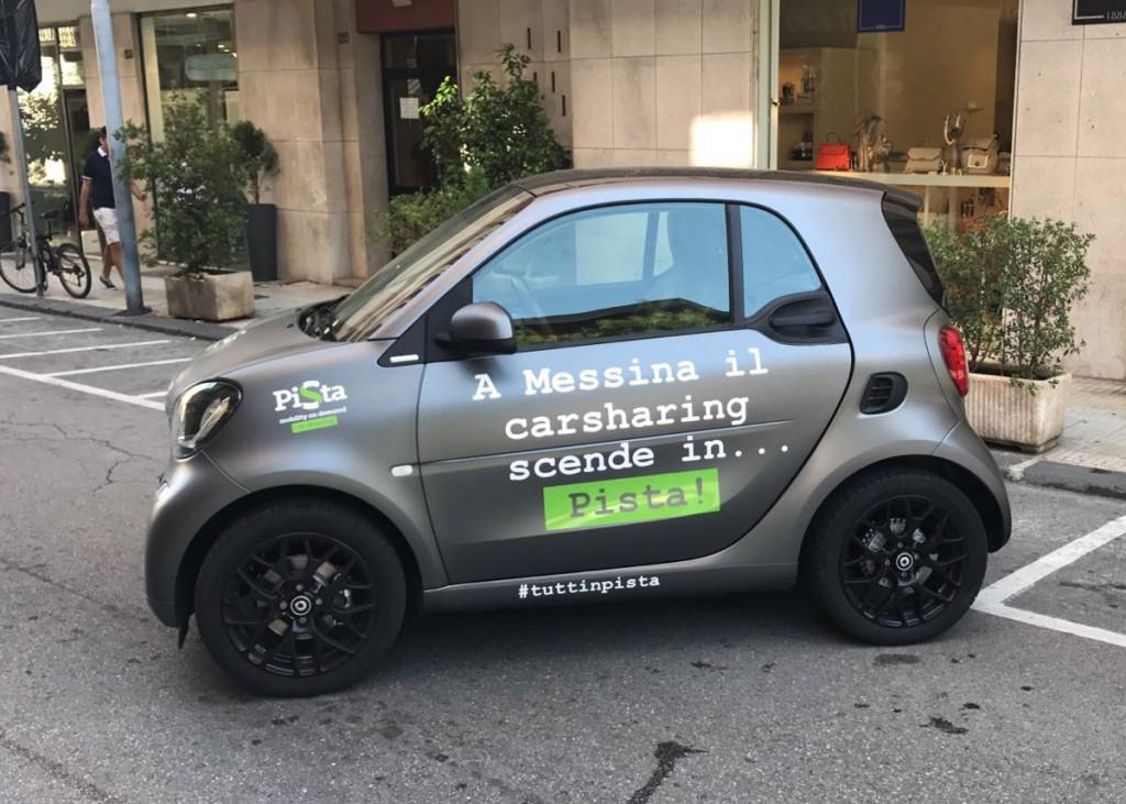 Foto di una delle auto del car sharing Pista a Messina