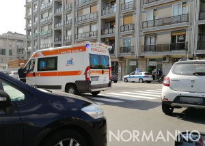 Ambulanza sul luogo dell'incidente, incrocio viale Boccetta e corso Cavour - Messina