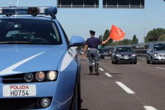 Foto di repertorio - Polizia stradale in autostrada