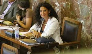 Foto di Lucy Fenech all'interno del consiglio comunale di Messina