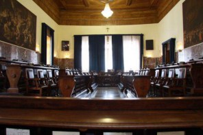 Messina. Consiglio comunale: 31 assenti su 40. Finisce tutto com'è iniziato