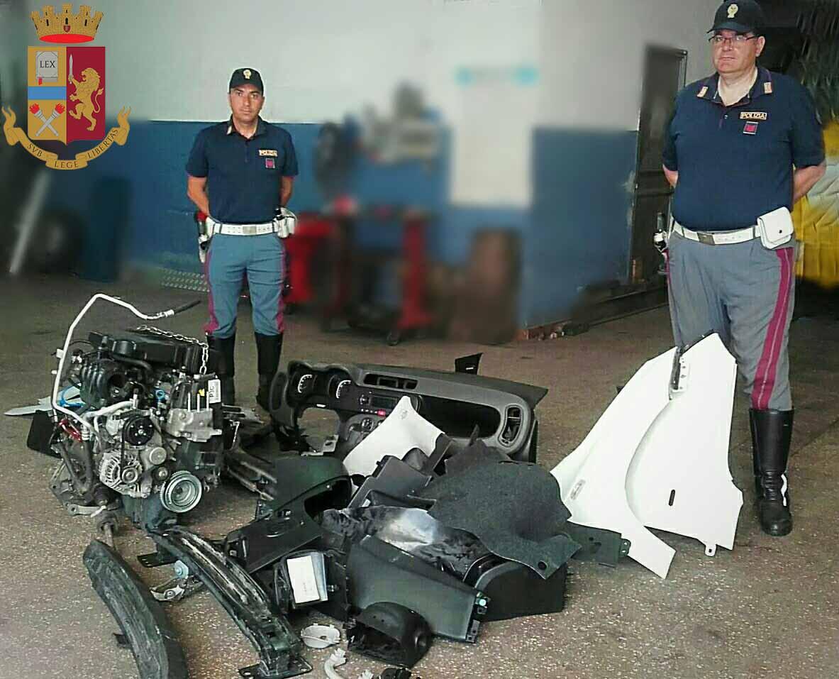 Foto di componenti meccanici di una Fiat Panda rubata a Catania