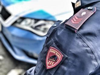 Foto di repertorio, volanti della Polizia