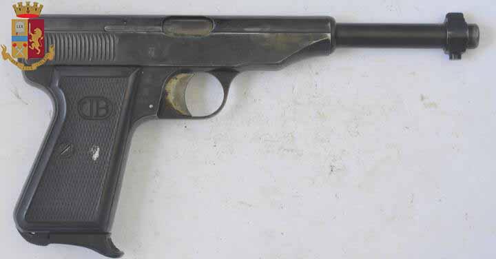 Pistola utilizzata per sparare contro un esercizio commerciale nel 2016 - Messina