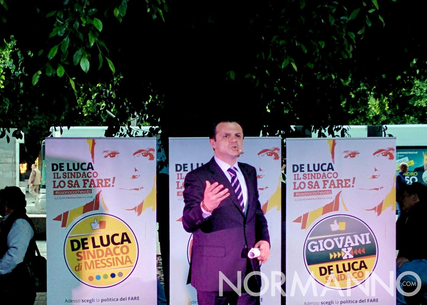 Foto di Cateno De Luca che presenta il suo programma elettorale per le elezioni Messina