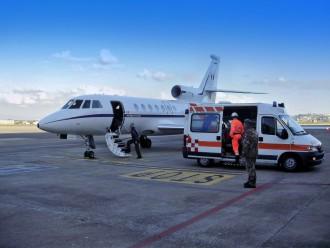 Foto di repertorio di velivolo Falcon 50 dell'Aeronautica militare, con ambulanza