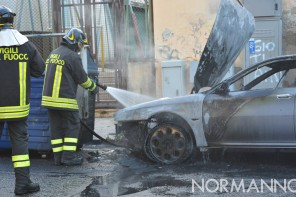 Messina. Auto in fiamme in via Natoli – VIDEO