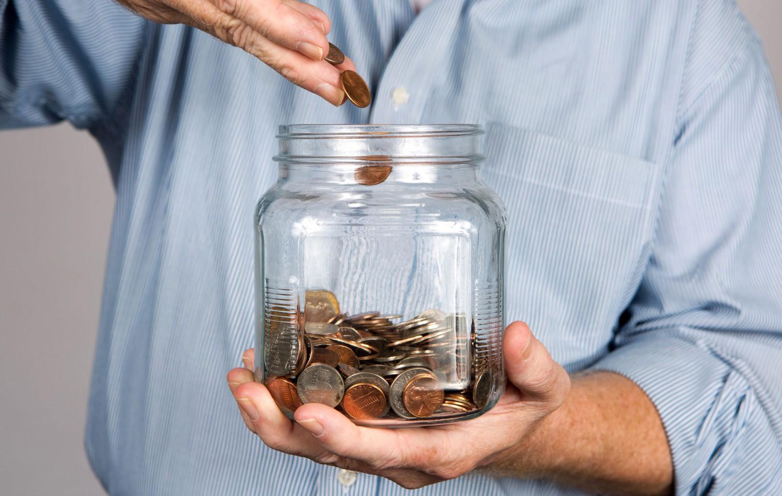 Foto di repertorio, monete e risparmi. Lavoro, stipendio, investimenti