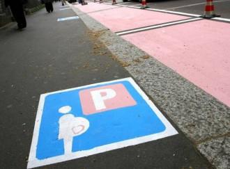 Foto di repertorio parcheggi rosa per le mamme