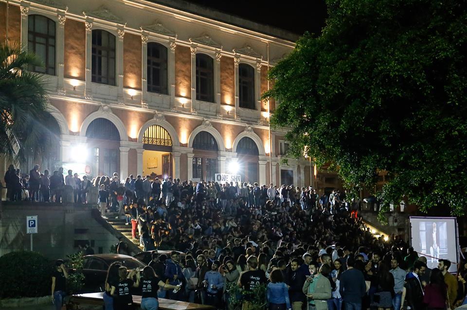 Foto della Scalinata del Rettorato dell'Università di Messina durante la manifestazione Piazza dell'Arte Universitaria