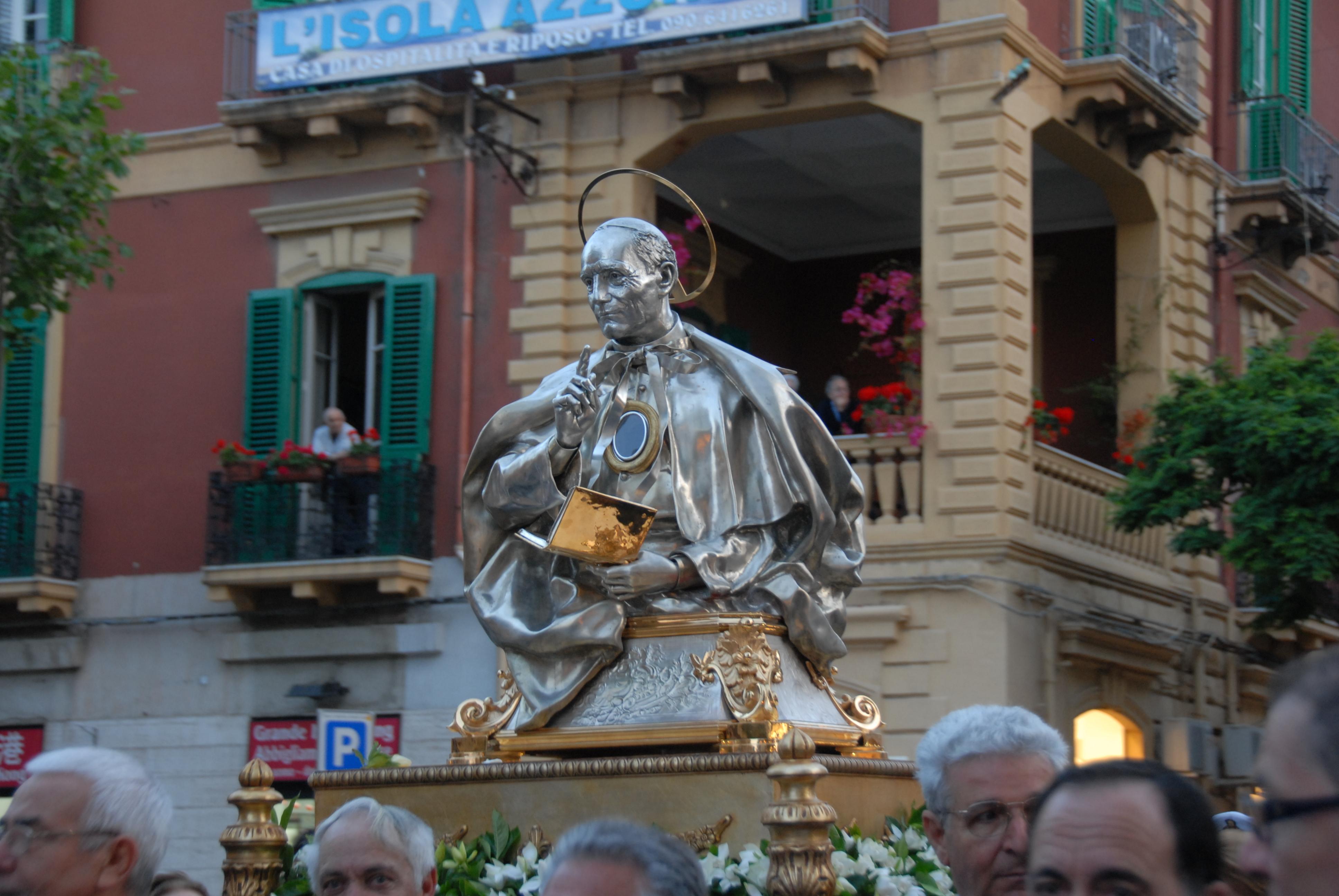 busto di sant'annibale in processione
