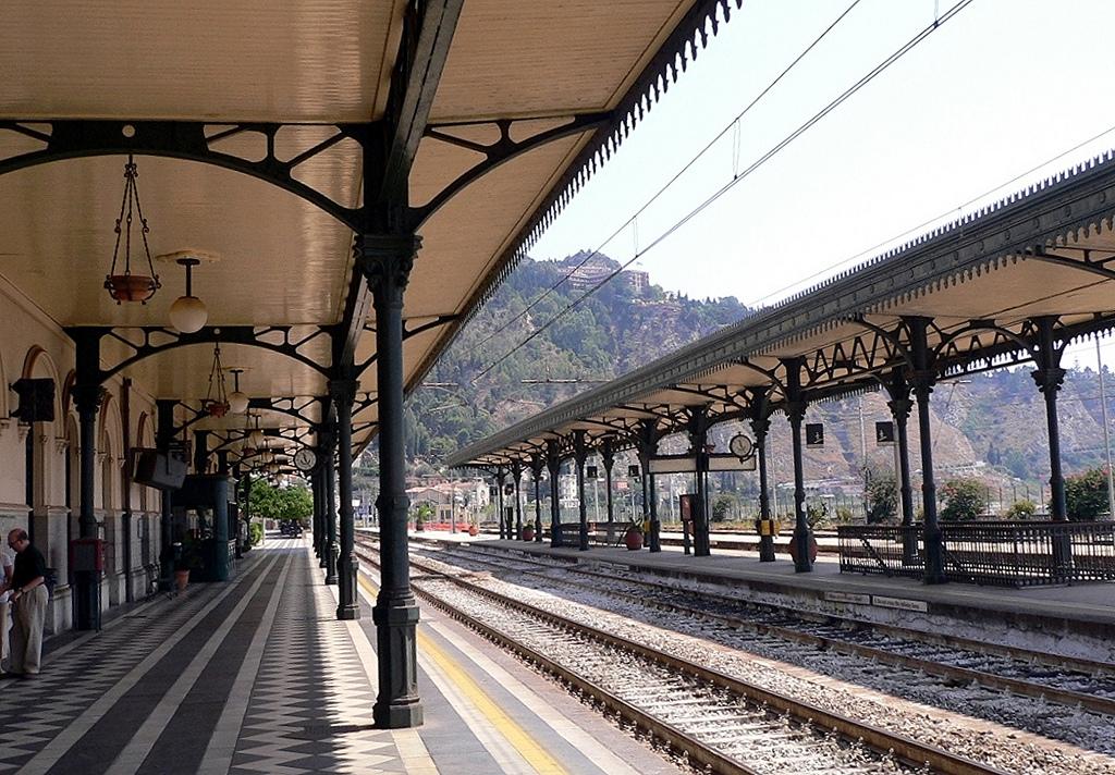 foto stazione ferrovie siciliane taormina-giardini