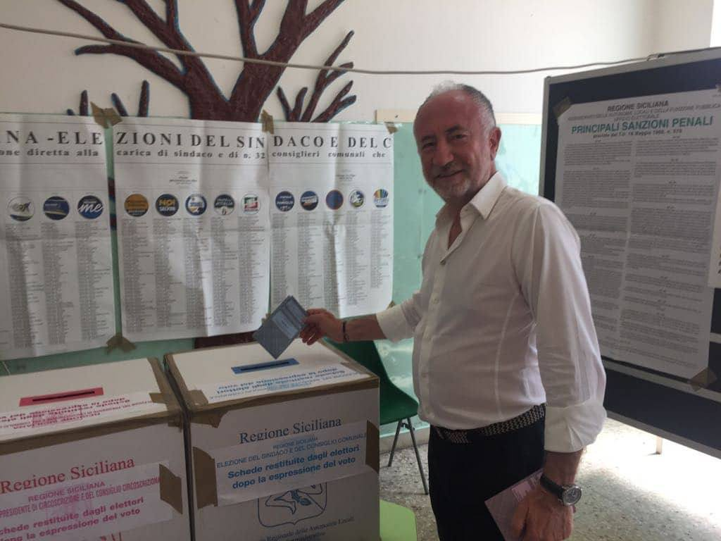 Gaetano Sciacca vota alla scuola Principe di Piemonte - Elezioni Amministrative Messina 2018