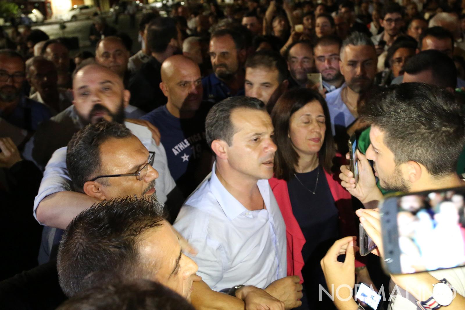 Cateno De Luca e la moglie diretti al Municipio di Messina