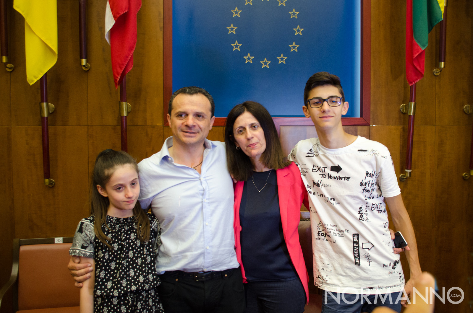 Cateno De Luca, sindaco di Messina, con la moglie e i due figli