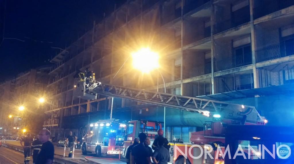 Foto intervento vigili del fuoco, incendio ex hotel riviera - Messina