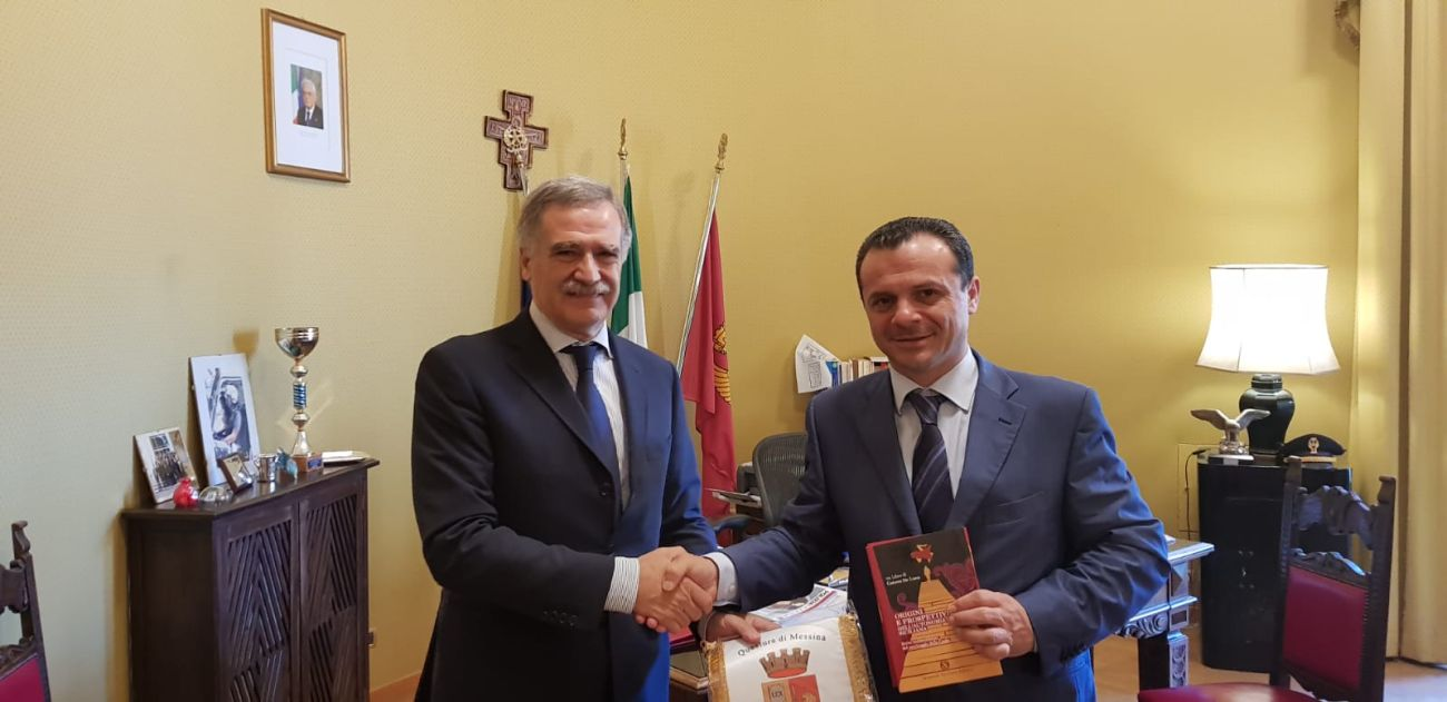 Foto della visita di cortesia del sindaco Cateno De Luca al Questore di Messina Mario Finocchiaro