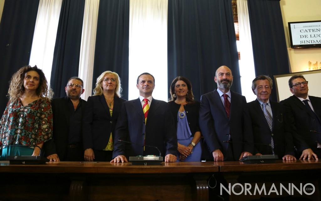 Foto di Cateno De Luca e della sua Giunta comunale