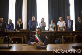 Foto di Cateno De Luca alla proclamazione dei membri del Consiglio comunale di Messina