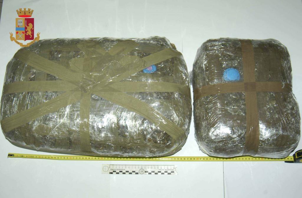 Foto della sostanza stupefacente sequestrata a D'Allura e Cannistrà dalla Polizia