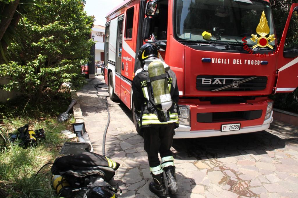 2018 VVF Messina incendio appartamento via del fante 04_07_201822
