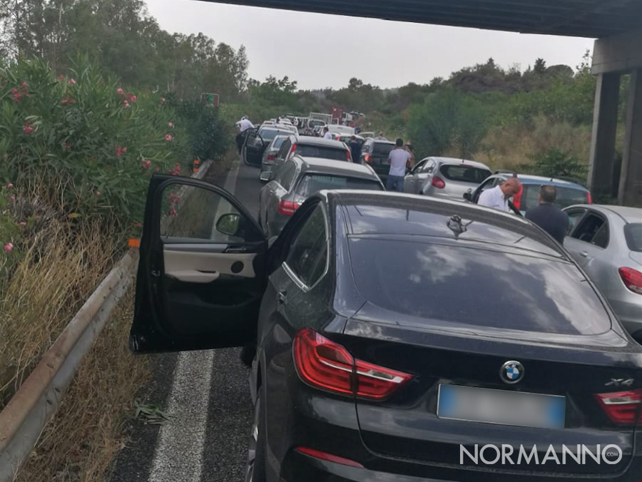 autostrada-a18-messina-catania-bloccata-giarre-fila