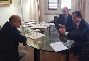 il sindaco di Messina Cateno De Luca e l'assessore Salvatore Mondello discutono dello sportello unico per l'edilizia (SUE) con il dirigente regionale Sergio Alessandro