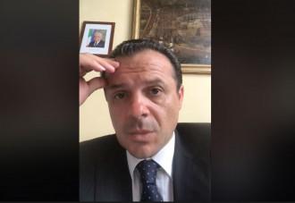 il sindaco cateno de luca invita i dipendenti a lavorare anziché bivaccare nei corridoio e a non commentare la decisione di annullare 123 incarichi