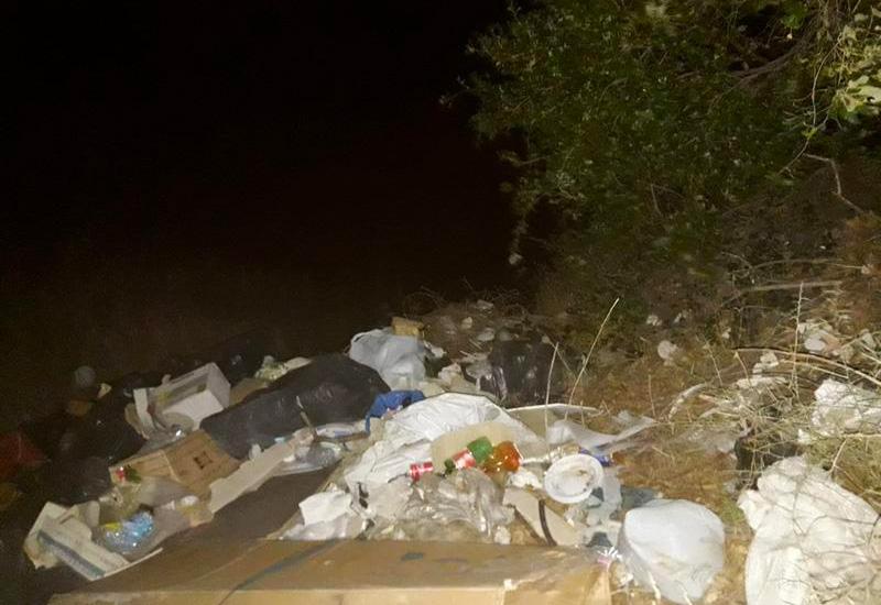 foto di rifiuti in una discarica abusiva individuata nel Comune di Savoca dalla Polizia Metropolitana di Messina