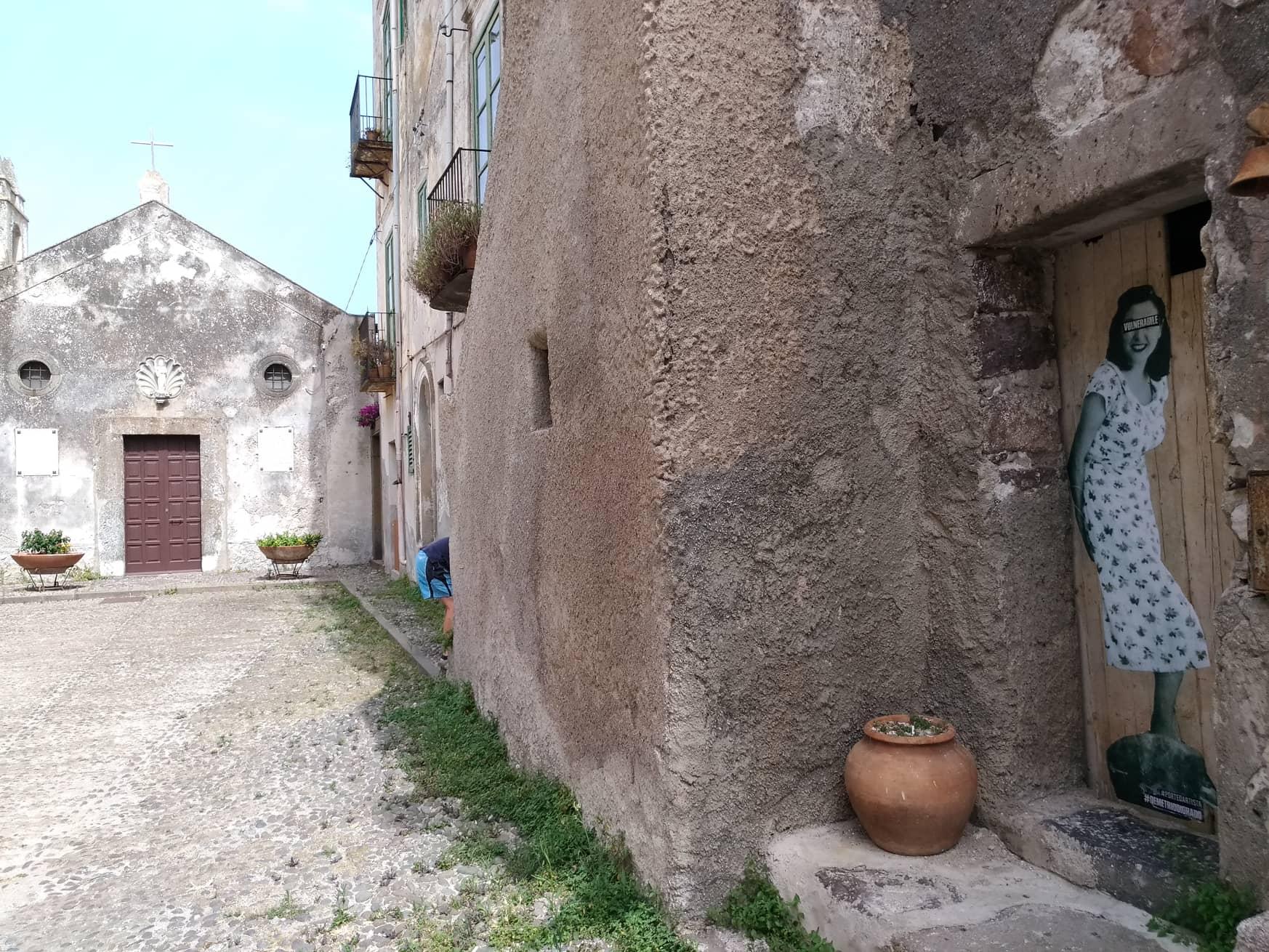 porte d'artista di Demetrio Di Grado, un progetto di urban art tra le strade di lipari - messina