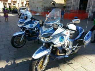 moto o scooter della polizia di stato