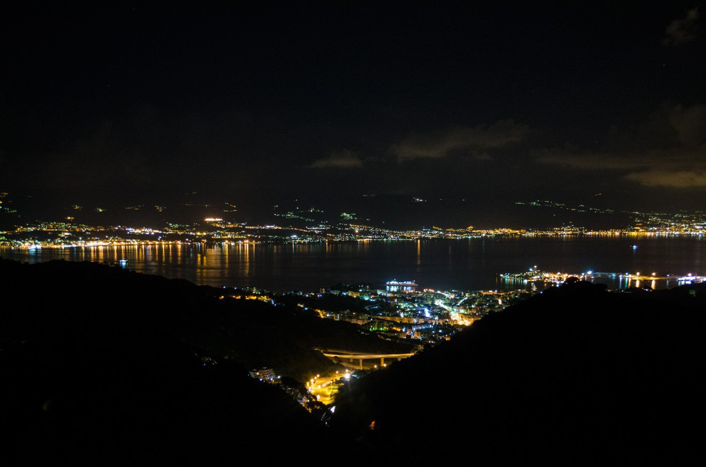 foto panorama di messina di notte